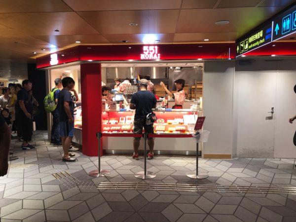 伊丹空港の551蓬莱販売カウンター