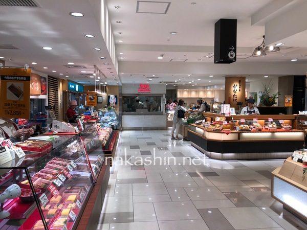 大阪駅前の大丸百貨店の地下にある551蓬莱のイートインコーナー