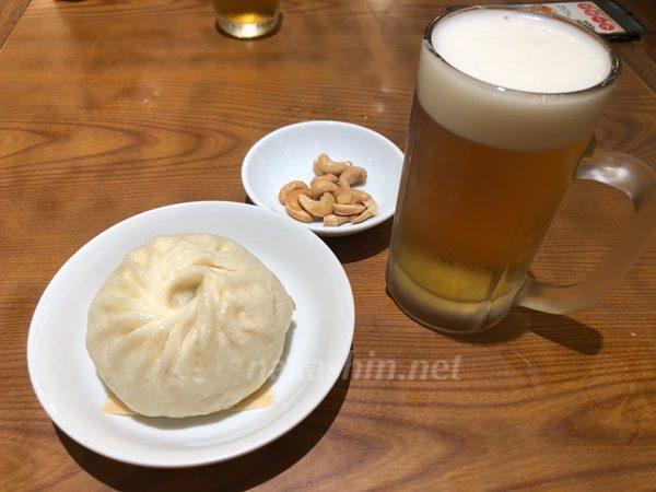 551蓬莱の豚まんとビール