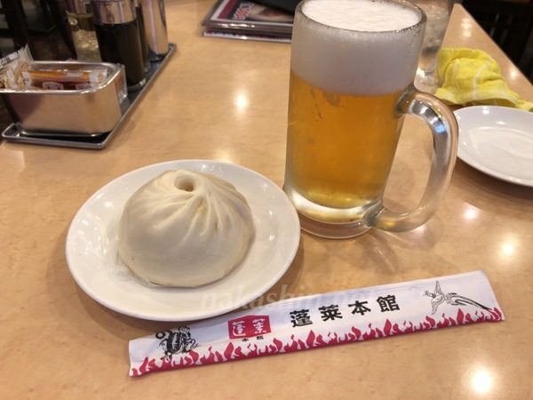 蓬莱本館の豚マンとビール