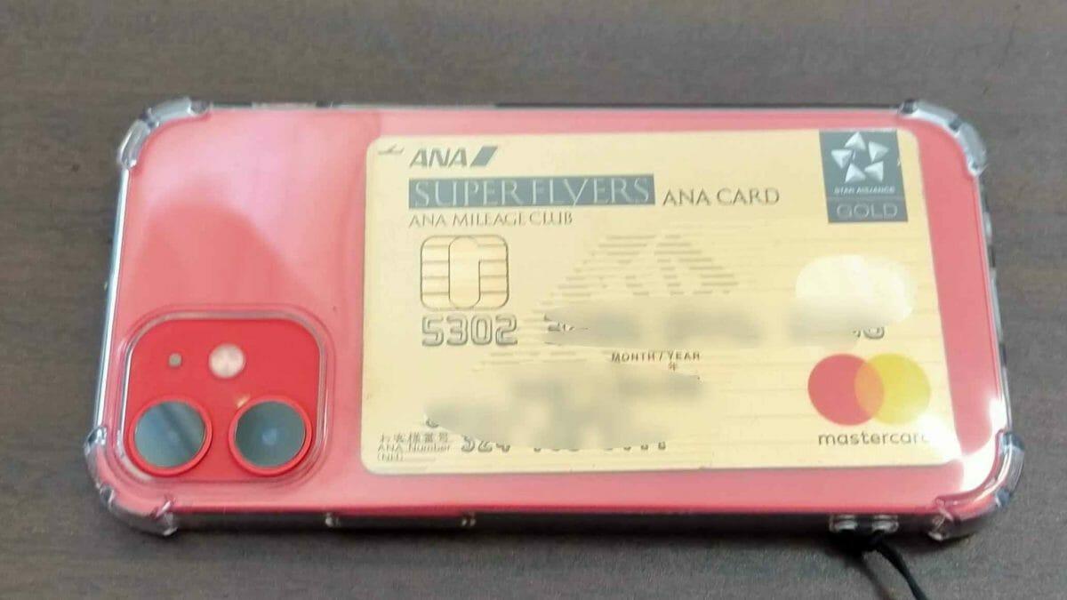 クリアのスマホケースににクレジットカード入れると財布不要で軽量シンプル