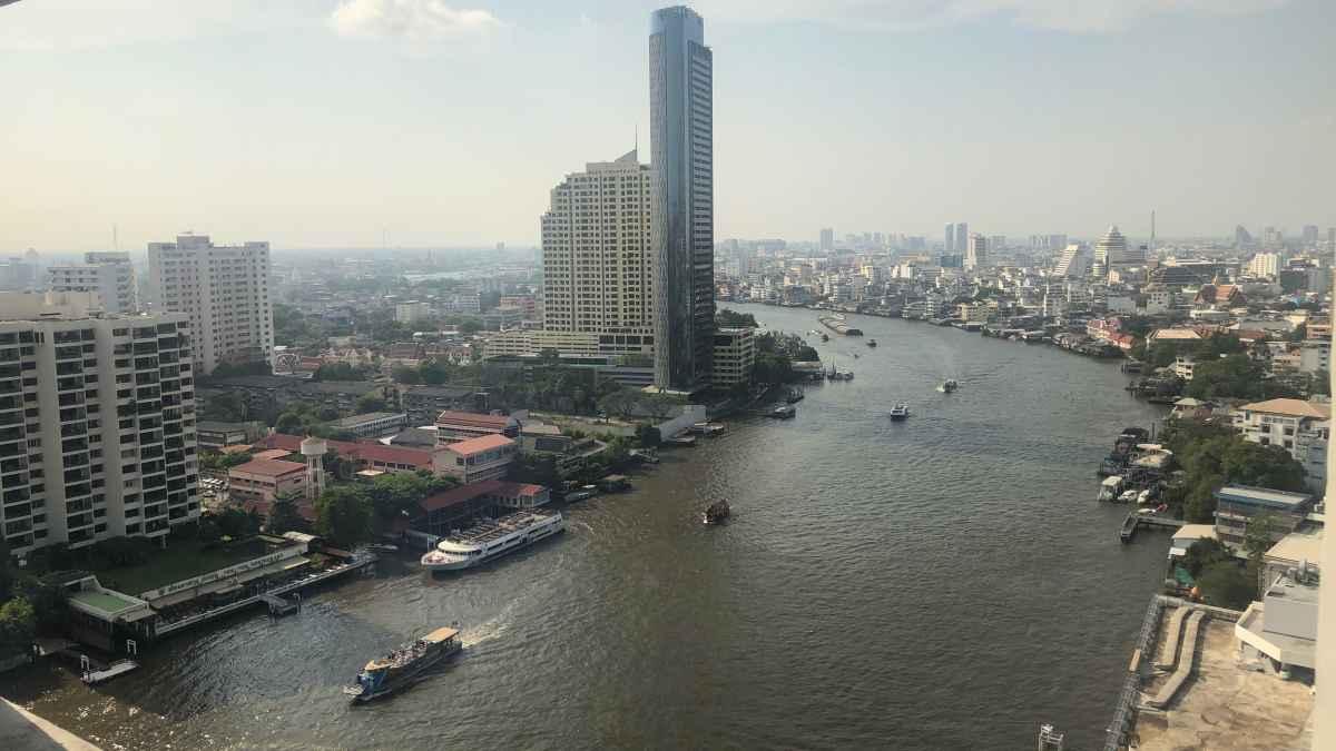タイの高湿度では「着て乾かす!」ユニクロのスーパーノンアイロンシャツすら乾かない