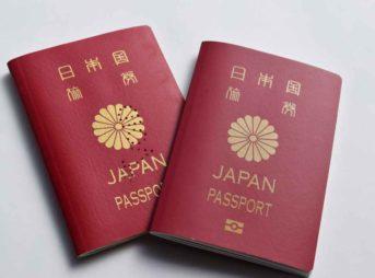 古いパスポートと新しパスポート